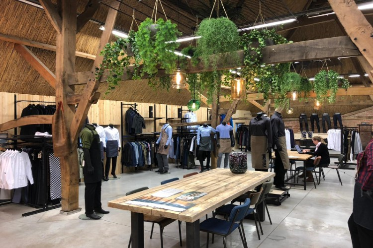 Showroom SA Wear bedrijfskleding